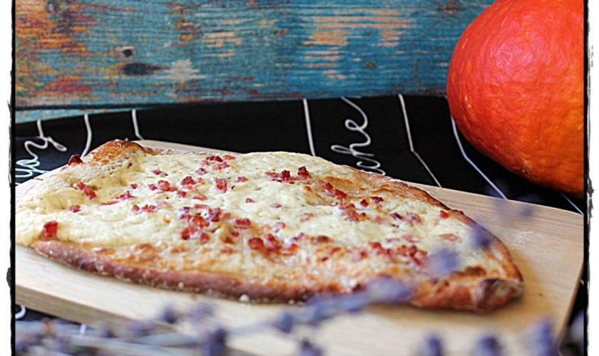 Mittelalterliche Brot-Schmand-Fladen