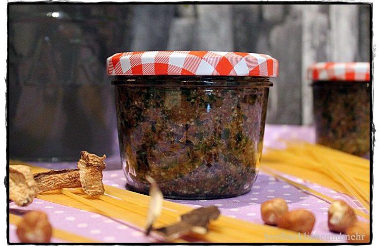 Heute ist WELTNUDELTAG – Spaghetti mit Steinpilz-Nuss-Pesto