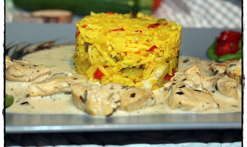 Geschnetzelte Maishähnchenbrust in Estragon-Senf-Soße mit Gemüsereis
