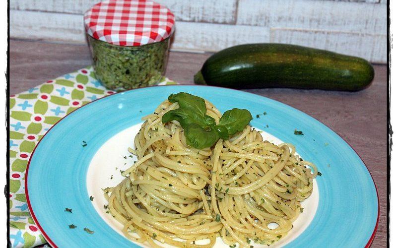 Spaghetti mit Zucchini-Pesto