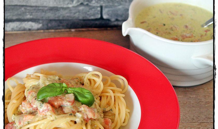 Spaghetti in Bärlauch-Käsesoße mit Tomatenwürfeln