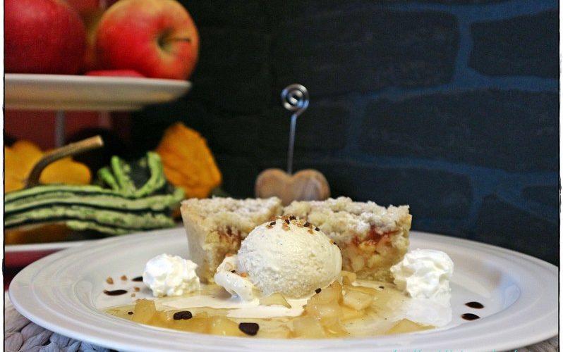 Variation vom Apfel – Apfelküchlein mit Vanilleeis und Gewürz-Apfelragout