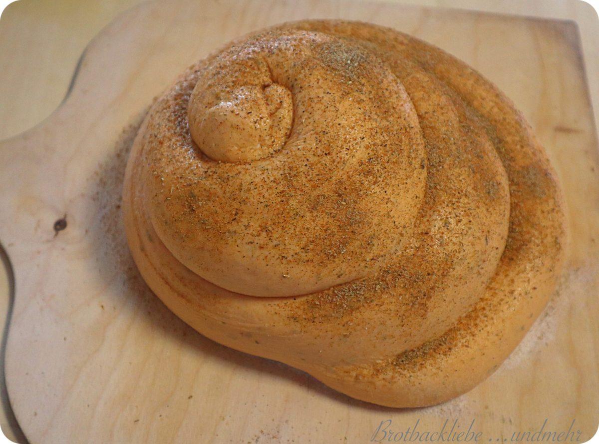 Foto 4 Mediterranes Brot - Teigling gegangen und bestäubt