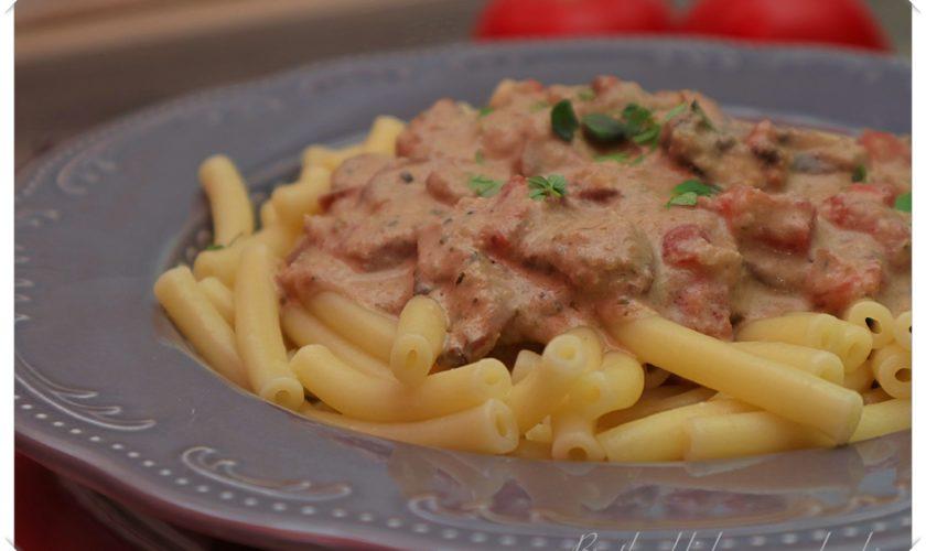 Pasta mit Zucchini-Champignonsoße