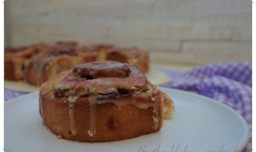 Blaubeer-Walnuss-Schneckenkuchen mit Orangenguss