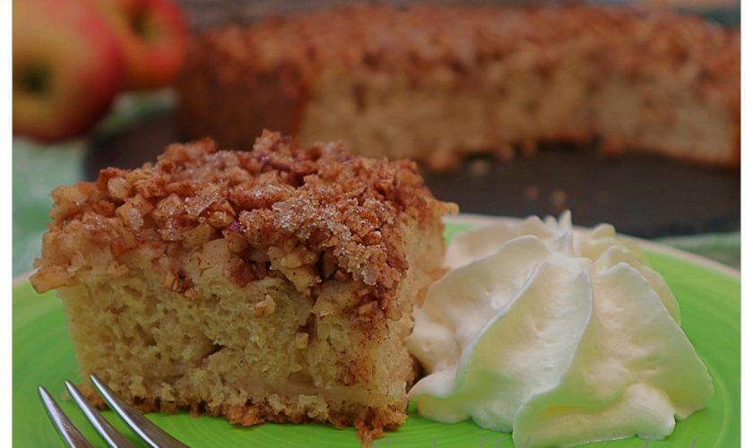 Butterkuchen mit Apfel-Haselnuss-Topping